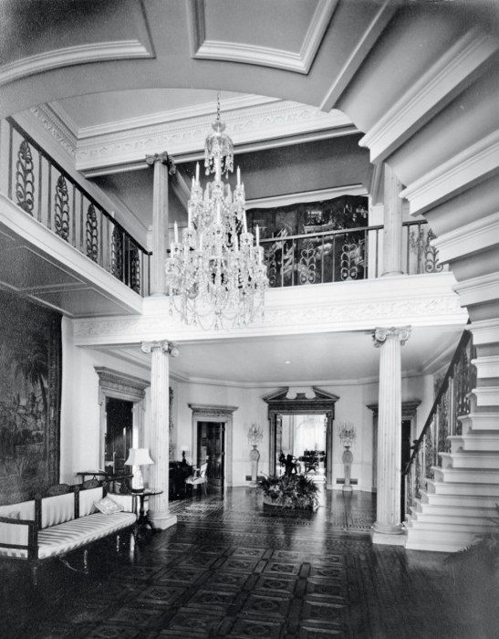 The entry to Jack Warner's (famous) home.                The Houses Where It All Happened in 1930s and 40s Hollywood | Vanity Fair