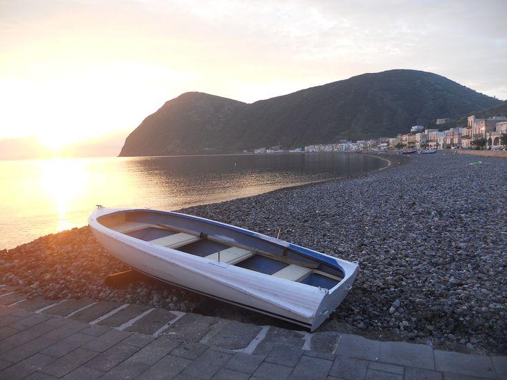 L'alba a Canneto (Lipari)