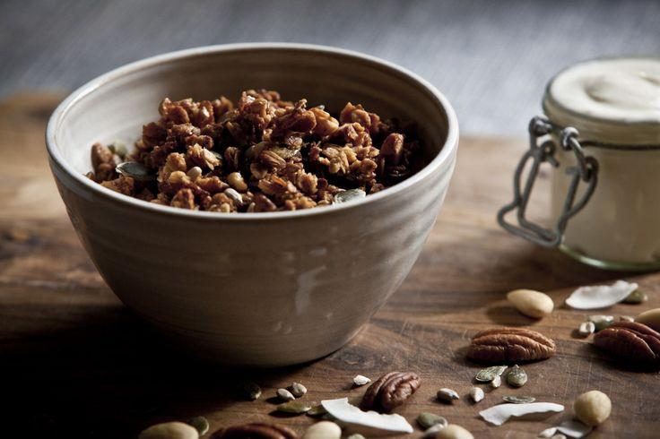 V poslední době všude čtu o důležitosti ořechu v našem jídelníčku. Většina z Vás to pravděpodobně čte nebo ví také, ale přeci jen pokud Vás to zajímá, ve zkratce je to hlavně proto, že jsou to bílkoviny nejvyšší kvality, obsahují nenasycené mastné kyseliny a esenciální aminokyseliny ve správném množství a poměru. Dále mnoho vitamínů, minerálů, vápníku… Pro vegetariány, nebo lidi co nechtějí jíst maso každý den, ke kterým patřím, jsou ideální. Každý druh má samozřejmě jiné složení a ...