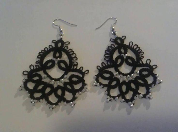 Øreringe med glasperler og en perlé 8 tråd. Gratis mønster af Emmy Liebert http://www.georgiaseitz.com/…/emmyliebe…/liebertproject.html
