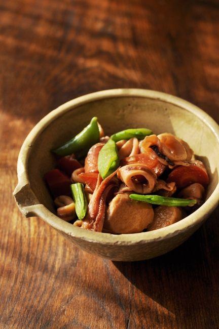 一汁四菜ごはん ◆ 赤いお味噌汁、烏賊と里芋の煮物、白菜と豚肉の蒸し ... 烏賊と里芋の煮物普通の里芋と烏賊の煮物です!