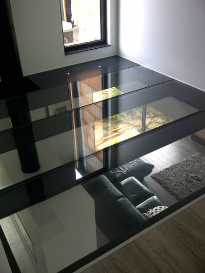 Plancher en verre tri-feuilleté trempé. pour conserver l ouverture sur l'étage 1 et le salon?