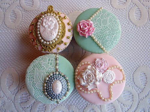 Vintage-styled cupcakes: lace, jewelry detail, pastel colors