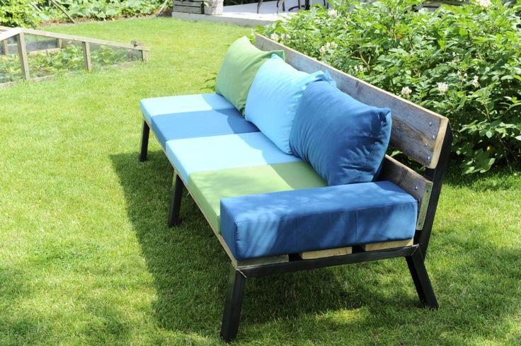 LAZE Lounge sofa with custom cushions