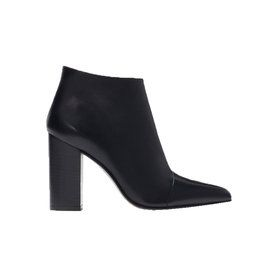 pointy high-heeled leather boot,