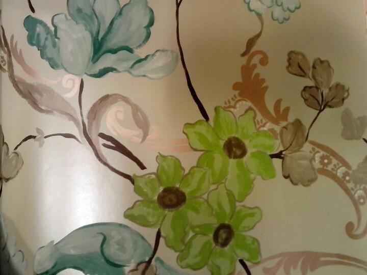 Behang, pastel groene met parelmoer glans achtergrond met frisse ...