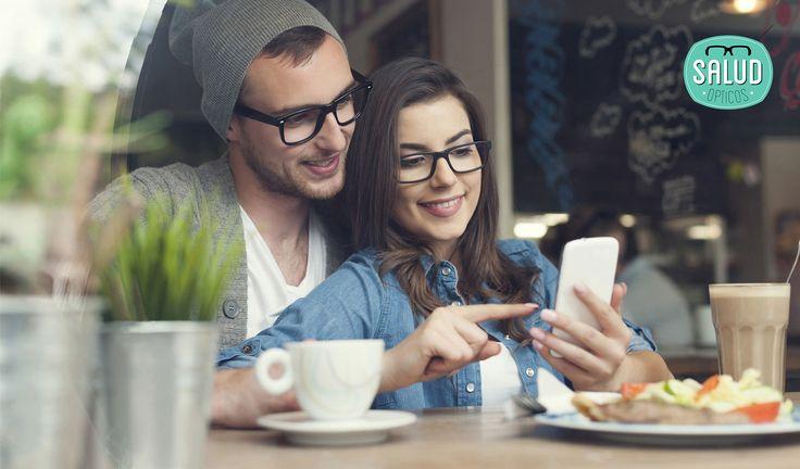 ¿#Sabíasqué la #miopia crece sobre todo en los más jóvenes por el uso de móviles? En un mundo de distancias cortas, donde los móviles 📲 son los protagonistas, la visión de lejos queda en un segundo plano...  ¿Podríamos pensar que este aumento de la miopía se trata de una alteración de la naturaleza para adaptarse al medio? Cada hora que un niño pasa al aire libre baja un 2% el riesgo de miopía... 👉 ¿Qué opináis sobre esto? 👉 ¿Pertenecéis a la generación de 'conectados'? #Opinión #Debate…