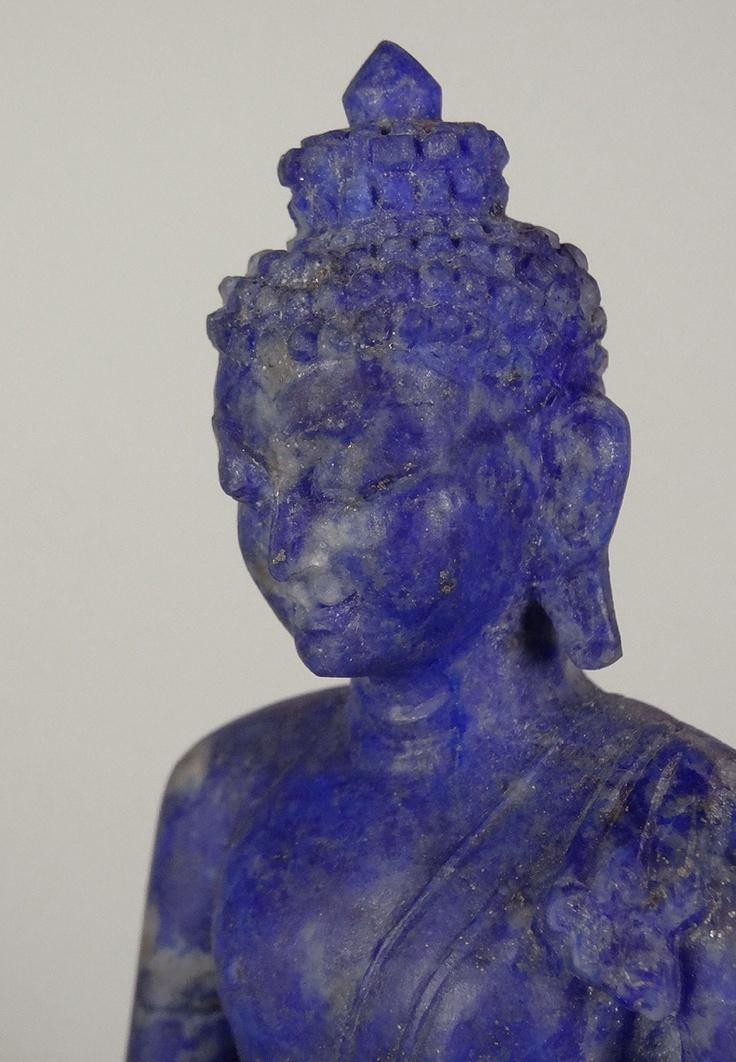 Buddha carved from Lapis Lazuli                                                                                                                                                      Mais