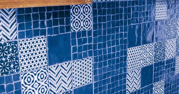 Синяя плитка на фартук в кухне Marca Corona Jolie.