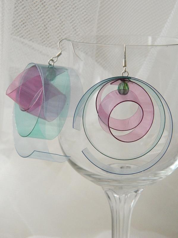 Страната отвъд дъгата: Два чифта кръгли обици от пластмасови бутилки - Circles Plastic Bottle Earrings