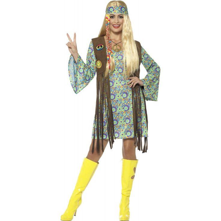 DasGroovy Hippie Girl Stacy Damenkostüm besteht aus einem Kleid, einer Weste, einem Anhänger sowie einem Stirnband.It´s Hippie-Time! Damen genießen den Auftritt sichtlich, wenn sie das Groovy Hippie Girl Stacy Damenkostüm tragen. Kein Wunder, denn so viel Authentizität kann sich sehen lassen. Das Kleid besticht mit buntem Look und zahlreichen Kreisen, vergisst aber auch die Trompetenärmel nicht. Die braune Weste trumpft furios mit imposanten Fransen auf, während das goldfarbene…