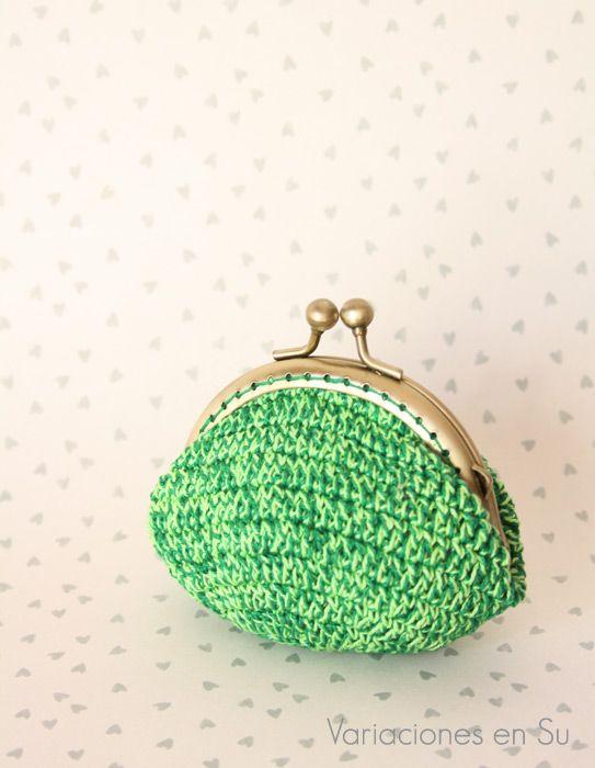 Monedero de ganchillo // Crochet coin purse