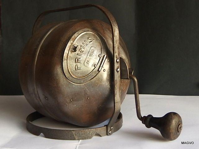 velho torrador de café usado no fogão old coffee roaster for the stove