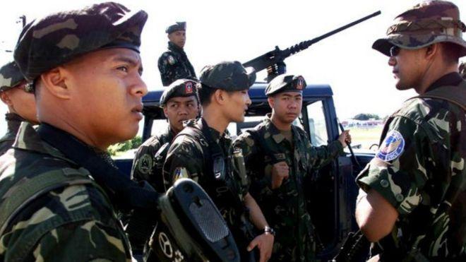 KIBLAT.NET, Zamboanga – Wakil Pemimpin kelompok Abu Sayyaf dikabarkan terluka parah dalam operasi militer di Filipina Selatan. Sejumlah media mengutip perkataan Menteri Pertahanan Filipina, Voltaire Gazmin, Selasa (12/04), menyebutkan bahwa Indama, Wakil Pemimpin Abu Sayyaf, kini dalam keadaan kritis pasca operasi militer di Basilan. Gazmin juga mengklaim, angkatan bersenjata Filipina telah menewaskan 24 anggota Abu …