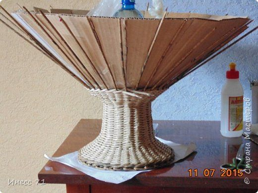 Мастер-класс Плетение Корзина для цветов небольшой МК Бумага газетная Трубочки бумажные фото 9
