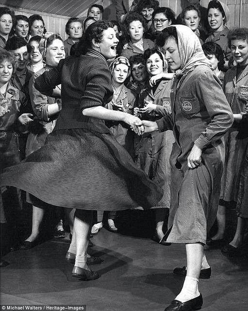 Dancing lady's