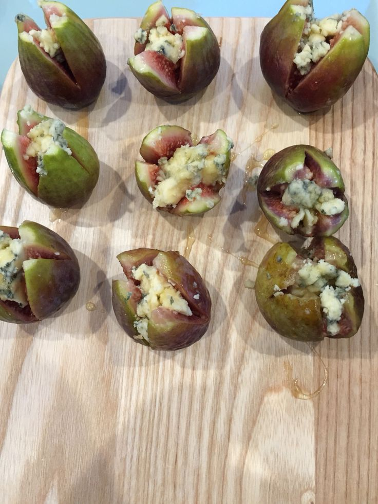 Figs and blue cheese. Canapé.