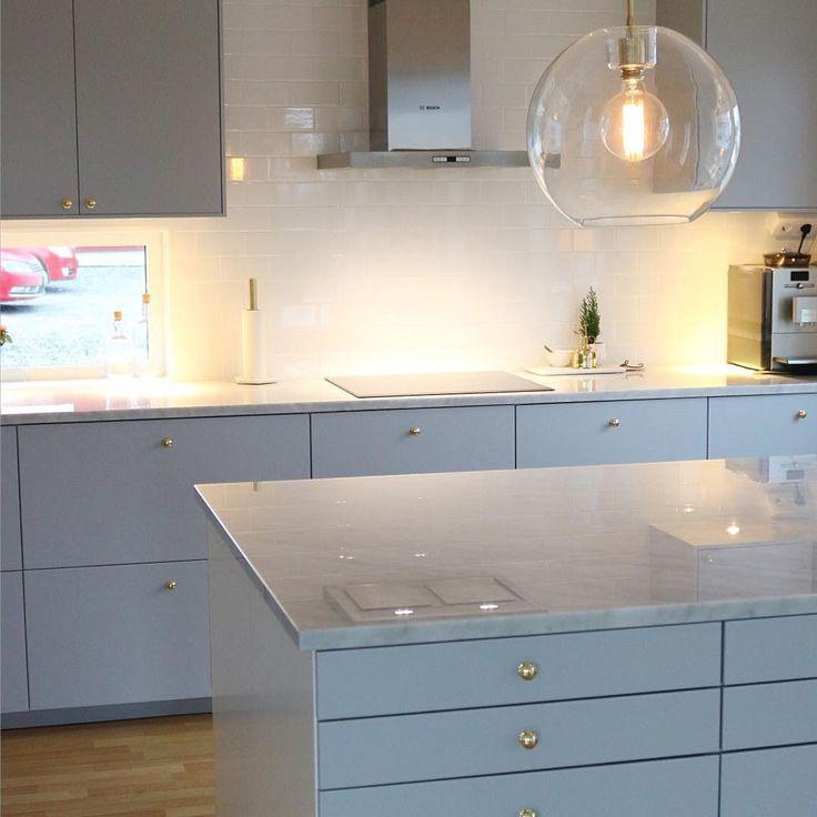 "136 Likes, 33 Comments - Home, Interior & Inspiration ✨ (@angelicas.hem) on Instagram: ""Vårt kök ❤️ #veddinge #veddingegrå #marmor #mässing #belid #grått #tapwell #ikea #kök #köksinspo…"""