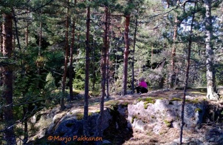 Metsäretkellä Orvokki-oravan luontokoulu