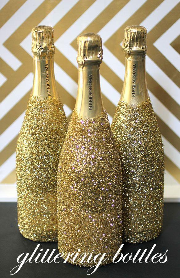 diy glitter bottles: alles was man braucht Sprühkleber + Glitzer!