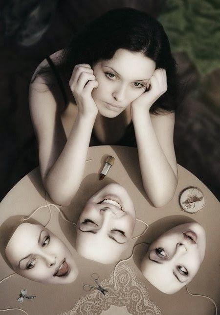 """La personalità che mostriamo è un' immagine riflessa di noi stessi, una sorta di """"riassunto visivo"""" creato a beneficio degli altri affinché la possano osservare e valutare...che immagine sociale hai?"""