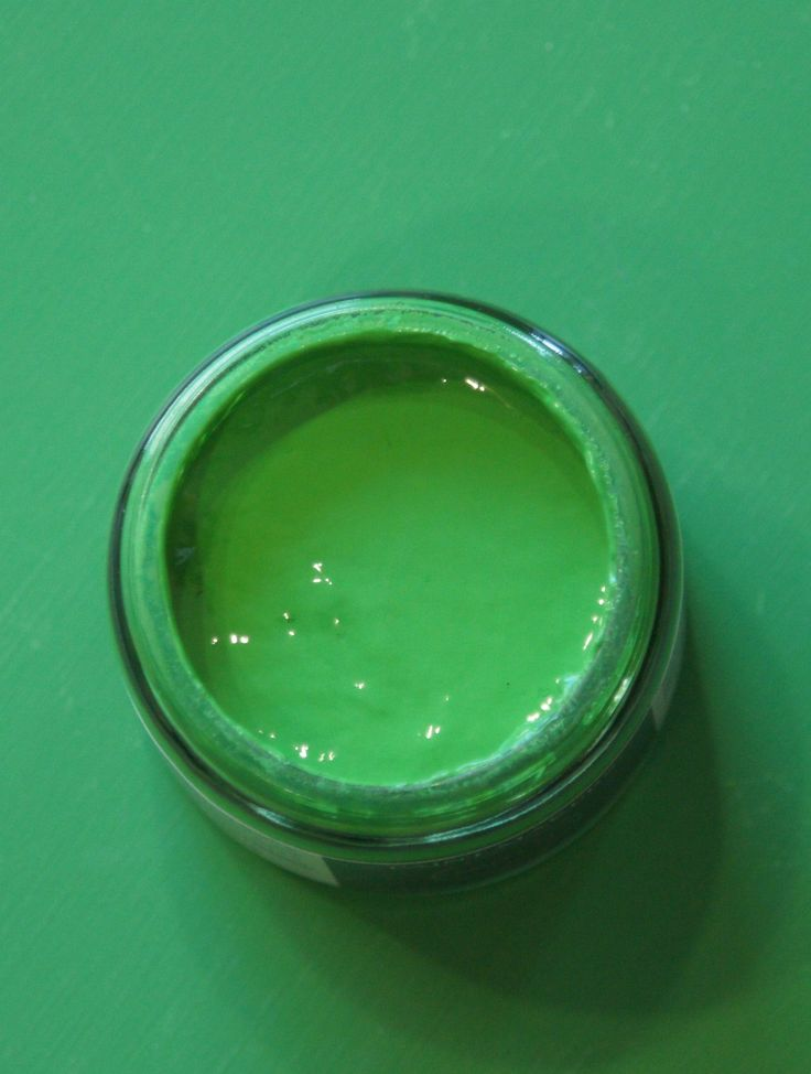 Color n. 72 Frida loves Diego Check out the story of this color on www.paintmakerscompany.com #green #design #interior #paint