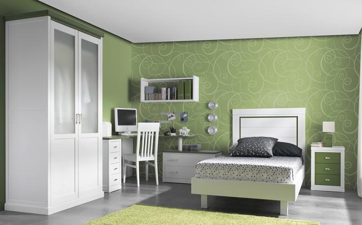 Dormitorio juvenil de madera con mesa escritorio en for Muebles para dormitorios