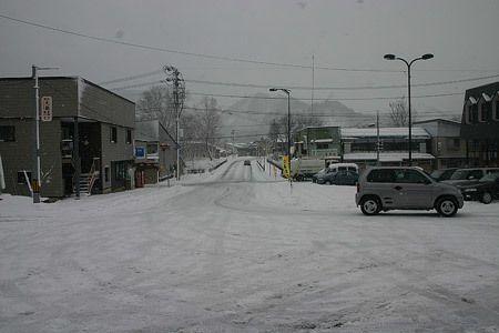 温泉のある鉄道の駅、ゆっくりと暖まった。雪を踏みしめる音、冬の旅。2007/1 ほっとゆだ駅前(岩手県)© 2010 風旅記(M.M.) *許可なく転載はできません...