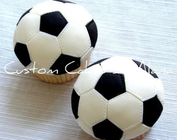These almost look real! Amazing soccer cupcakes