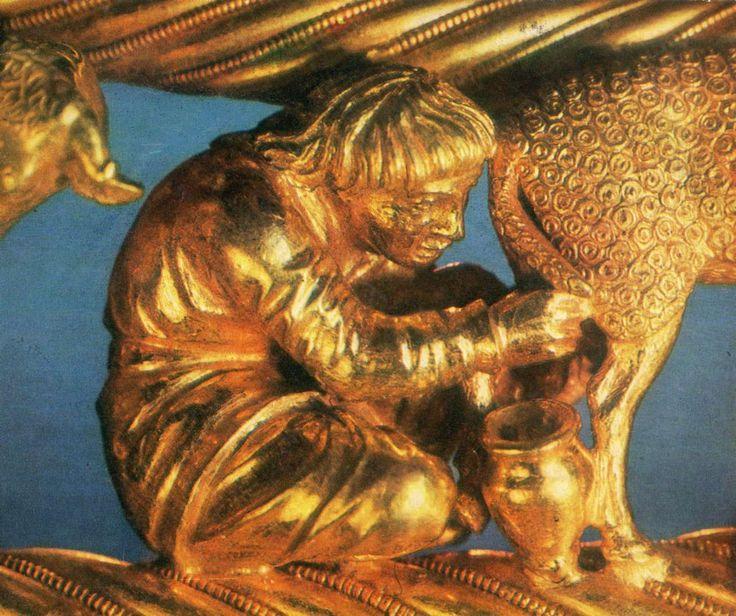 Cârlionții blănii de oaie reprezentați în ornamentica unui pectoral din aur, descoperit într-un mormânt tumular scitic la Certomlîk (Tchertomlyk), Ucraina, datat în secolul IV î.e.n.