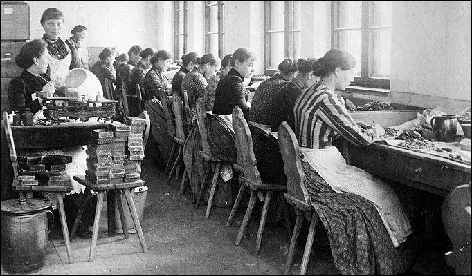 Work Women In The 50S | Women at work in a Jewellery ...