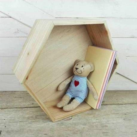 Comprar estantería hexagonal de madera de pino de bosques sostenibles. Muy resistente y hecha de forma artesanal. Pieza de decoración estilo nórdico.