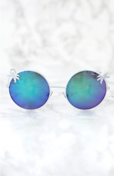 Quay Coco Sunglasses | Beginning Boutique | Love a statement look? Wear the Quay Coco Sunglasses with a colourful two piece set and floppy hat or a tie dye dress for a tropical day look!