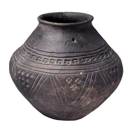 Anglo-Saxon burial urn. BBC - Primary History - Anglo-Saxons - Anglo-Saxon beliefs