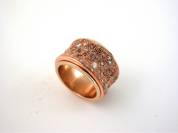 Ring - Sand. 18 carat gold (kt). Pink gold, brawnand white diamonds.Size 7.50 inches (Usa) |15 mm(Italy).