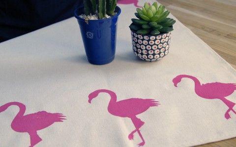 Aprenda como pintar toalhas e paredes com estampa de flamingo