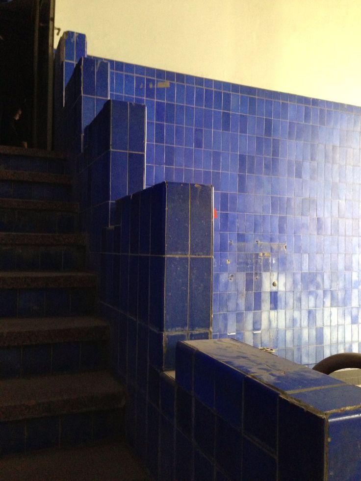 De kleurrijke tegels op deze muur waren niet alleen bestemd als decoratie, maar ook om vliegen weg te houden.