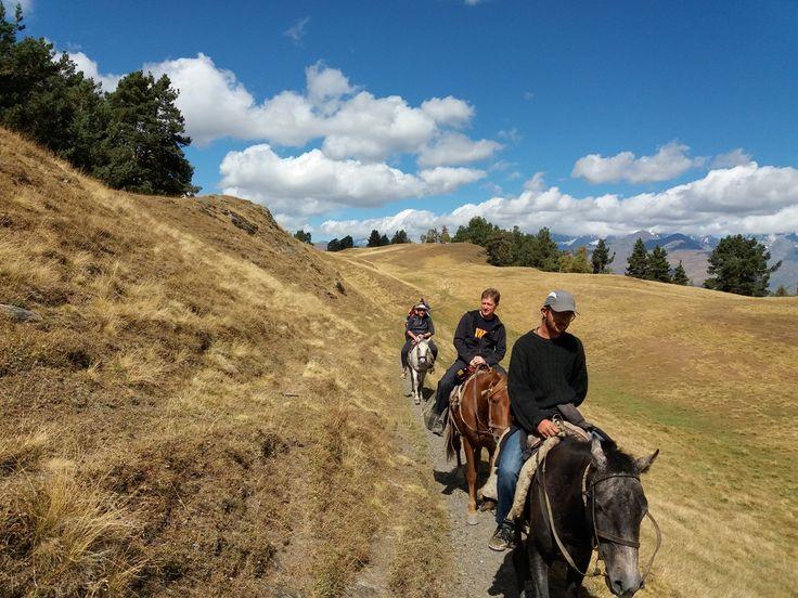 В конце лета мы едем кататься на лошадях по Грузии по удивительному высокогорному району - Тушети. Дикая природа, глубокие каньоны, вкусная еда и замечательное вино! У нас есть пара мест для вас ))) Поехали с нами! #конный_поход #поход_на_лошадях #туры_на_лошадях #грузия_поход #грузия #активный_отдых