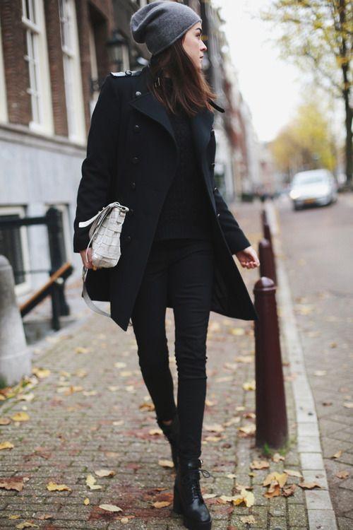 Winter style // black skinny jeans + black coat + grey beanie // street style
