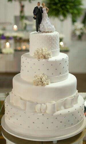 Bolo de casamento com strass e pérolas