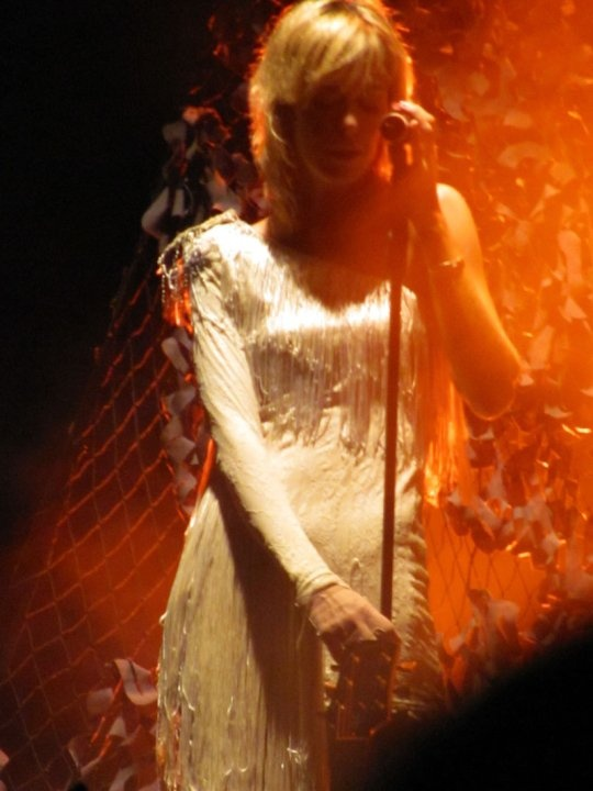 La bella corista de Cerati, quitándonos aliento.