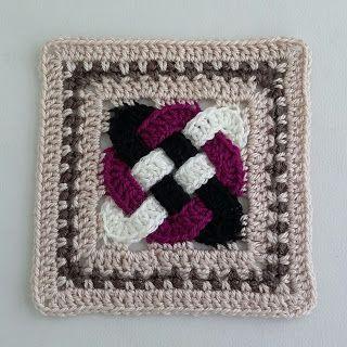 خطوات عمل مربع المشبك بالكروشيه  Crochet celtic knot square