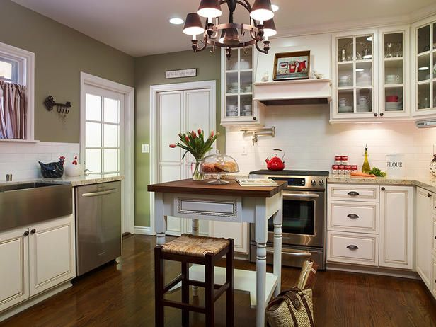 lovin the layout for small space: Wall Colors, Aprons Sinks, Kitchens Colors, Green Wall, Subway Tile, Kitchens Ideas, Farmhouse Sinks, White Cabinets, White Kitchens