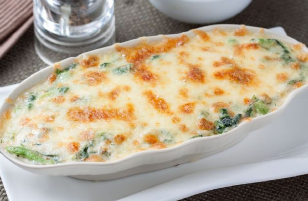 Spinach, chicken and cheese combine for a one-dish dinner.