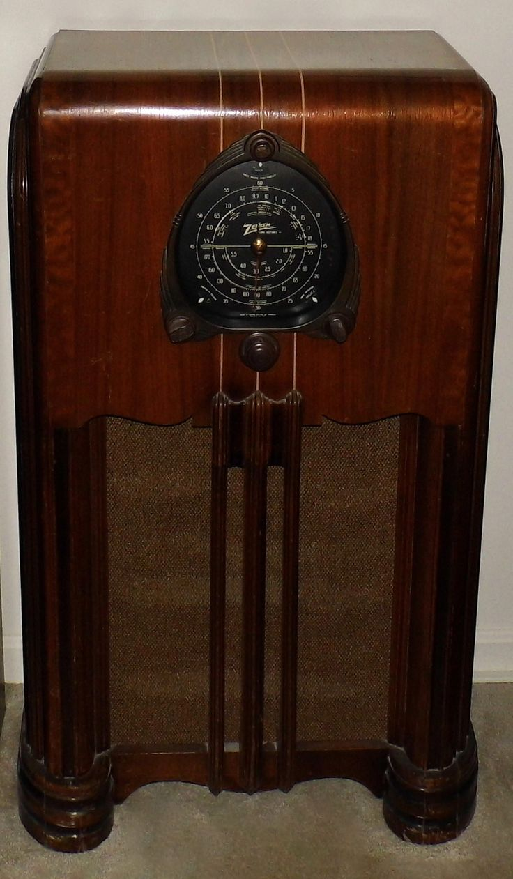 """https://flic.kr/p/vHybCp   Vintage Zenith Console Radio (Big Black Dial Zenith), Model 6-S-254, Broadcast, Short Wave & Police Bands, 6 Tubes, Wood Cabinet, Made In USA, Circa 1938   The """"funky"""" grill cloth needs to be replaced with one similar to the original; however, the overall condition of the radio is very good."""