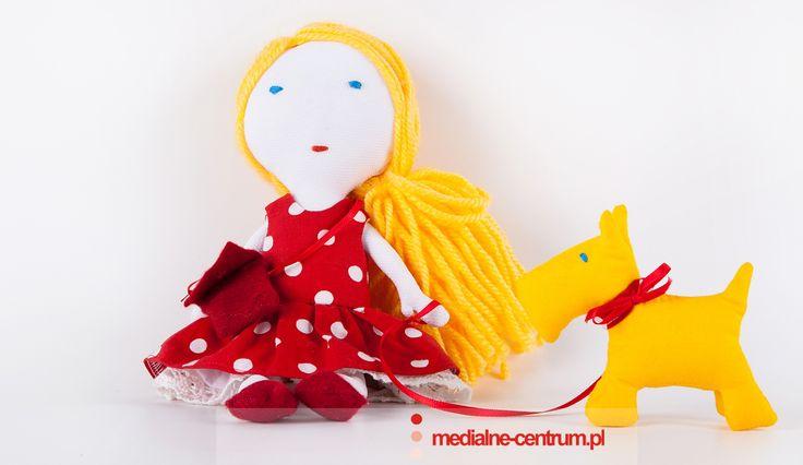 laleczka i bardzo stylowy piesek zaprojektowane przez Emi i wykonane przez mojalalka