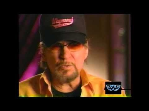 Waylon talks about Buddy Holly and the day the music died!! - YouTube