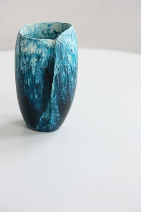 dinosaur-designs-olsen-ormandy-blue-collection-shell-wrap-medium-vase-web.jpg