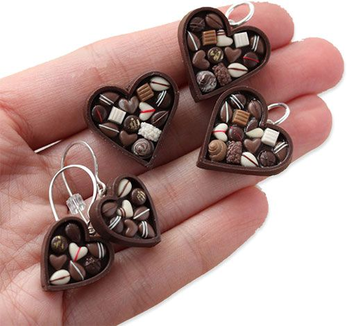 Lo-cal polymer, France's Stephanie Kilgast places tiny polymer chocolate pralines into a 3/4″ heart box for part of her valentine's offering. Light on calories and heavy on charm.  Stephanie's miniatures can be found on her Etsy shop and Facebook. On her blog she reveals her latest creations, miniature coral reefs that she transforms into jewelry.