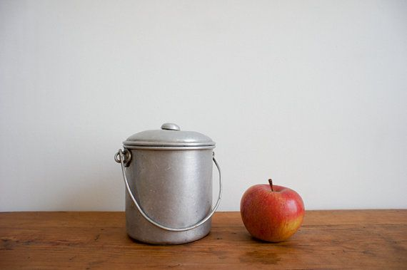 I Love Etsy! Where else can you find a French lunch pail from the 1940's?1940S Outdoor, Design Tables, Lunches Pail, Vintage Tins, Vintage Wardrobe, French Lunches, Vintage French, Sweets Metals, Metals Design